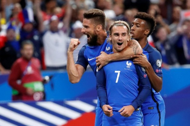 Soccer Football - 2018 World Cup Qualifications - Europe - France vs Netherlands - Saint-Denis, France - August 31, 2017   France's Antoine Griezmann celebrates scoring their first goal with Olivier Giroud and Kingsley Coman    REUTERS/Christian Hartmann