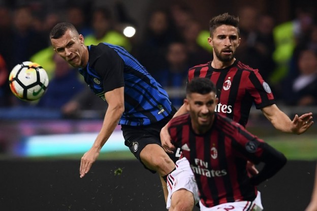 Inter Milan's forward Ivan Perisic from Croatia (L) fights for the ball with AC Milan's forward Fabio Borini from Italy (R) during the Italian Serie A football match Inter Milan Vs AC Milan on October 15, 2017 at the 'San Siro Stadium' in Milan.  / AFP PHOTO / MARCO BERTORELLO